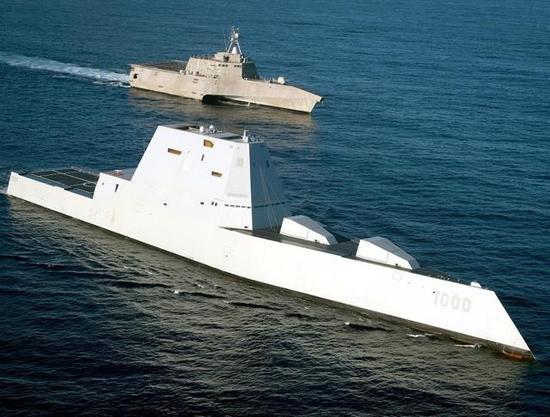 朱姆沃尔特级导弹驱逐舰曾是美军为电磁炮选定的安装舰型之一。