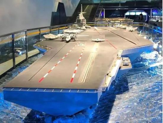 ▲曾在军博展出的中国核动力航母模型