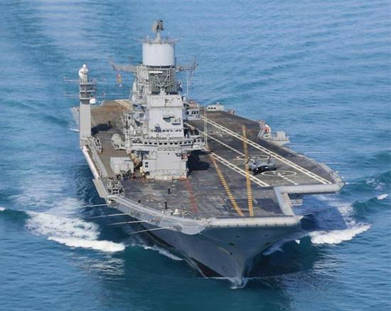 """印度海军""""维克拉玛蒂亚""""号航母。"""
