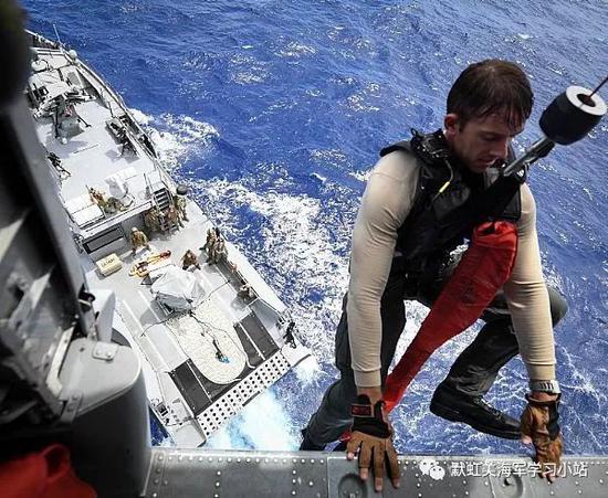 美军航母巡航南海遇暴雨 将开展军官航海能力检查
