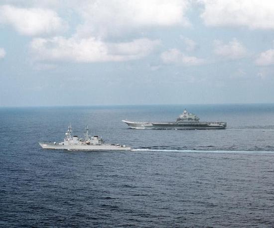 辽宁舰姐妹舰命运坎坷 首次赴俄时只是艘直升机航母