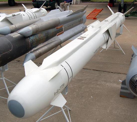 苏57再曝外挂多枚导弹照片 内置弹舱究竟能不能用?