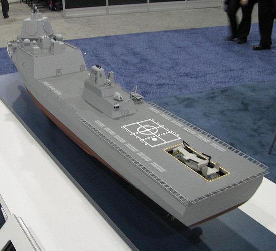 此外,舰艏还安装有一门巨大的电磁炮,船上还有近程反导防御系统等武器。