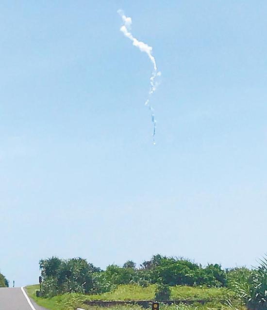 凌空爆炸的失控导弹