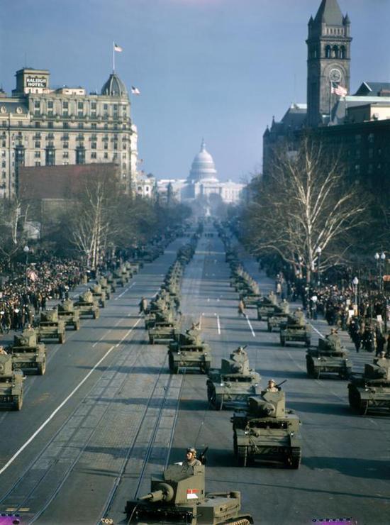特朗普搞大阅兵竟要民众募捐 为何美国搞阅兵这么难