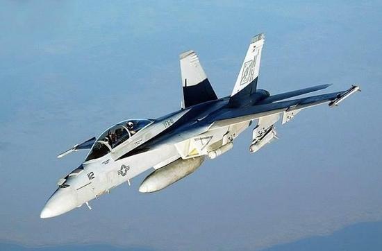 印媒对比中美舰载机:歼15近战能击落F35 但缺点也多