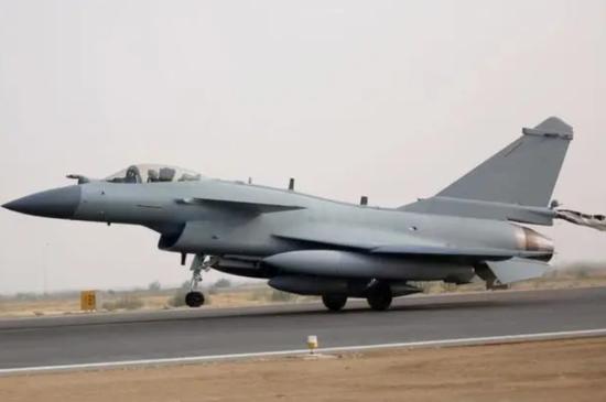 美媒对比歼10C与阵风:中国国防工业比法国强大数倍