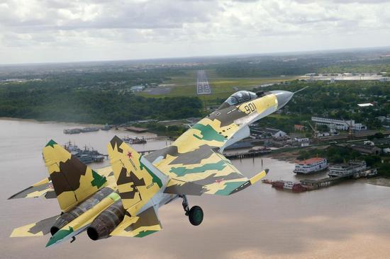 中国空军引进苏35有何出色之处 机动性和航程优势大