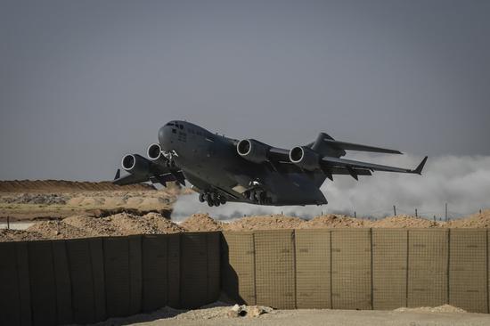 美C17降落驻叙新机场曝光 载大量物资扩大介入叙利亚