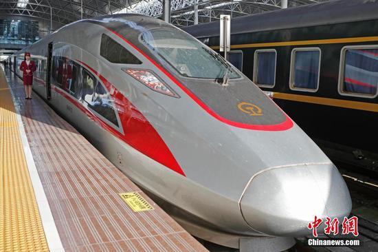 美国记者亲身体验中日韩俄高铁:中国最新最快