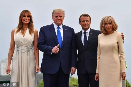 美国总统特朗普夫妇与法国总统马克龙夫妇合影。/视觉中国