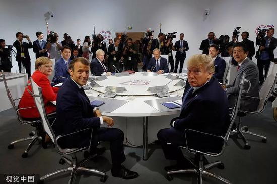 8月25日,G7国家领导人出席集体会谈。/视觉中国