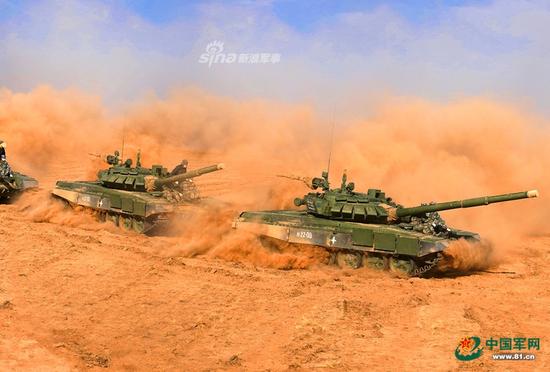 解放军参加俄战略军演 国防部:推动中俄关系发展