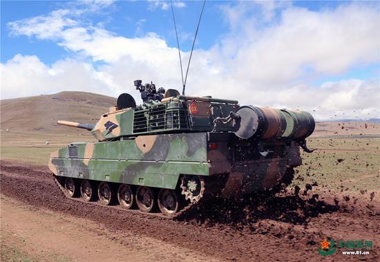 解放军报:西藏军区某旅低温缺氧条件下加强战备训练