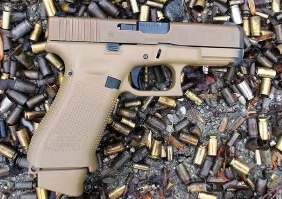 美国枪支销售为何放缓?枪店生意太火爆都卖断货了