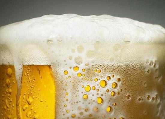 用啤酒发电:澳大利亚因疫情卖不出去的啤酒变废为宝