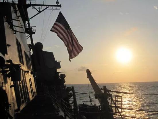 """资料图:美海军""""马斯廷""""号导弹驱逐舰"""