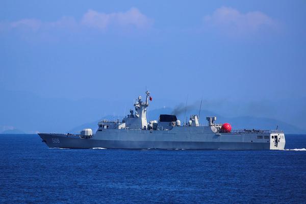 小动物纵横海疆!我南海舰队056A护卫舰猛练海上打靶
