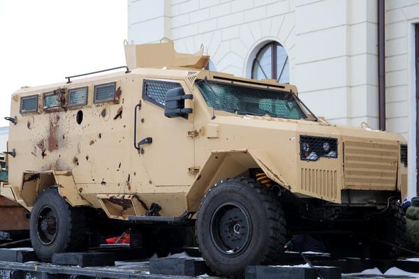 俄展示叙利亚战争期间缴获的一些ISIS的车辆和重武器