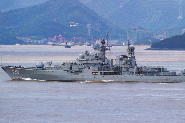 鹰击12还没上舰?我海军现代级杭州舰魔改后出航