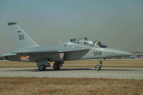 战斗机飞行员必修课!空军过生日猎鹰展翅秀高机动