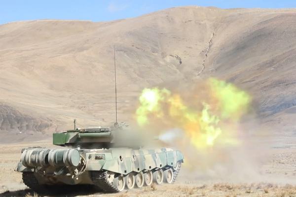 铁骑纵横唐古拉!我西藏军区96A坦克高原火力炸射