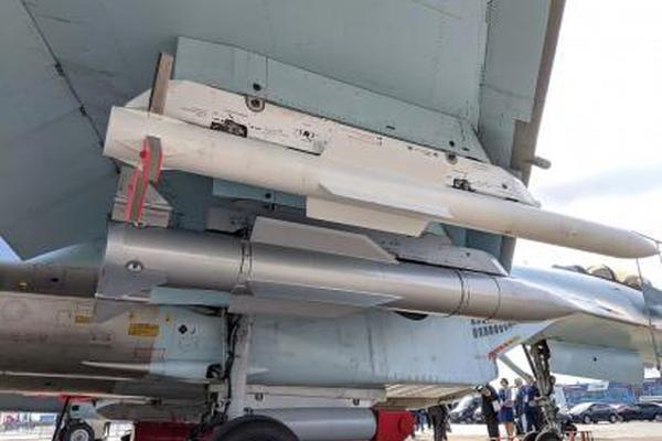 射程300公里!俄苏35战斗机试射新型空空导弹