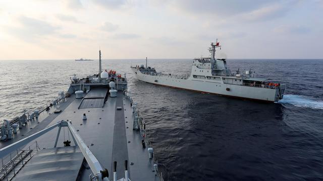 听说美舰又来了?我南海舰队某部急赴某海域实战演习