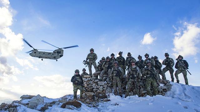 要在中国门前搞事?美军大兵在阿富汗狂秀存在感