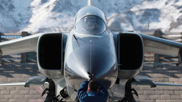 飞豹上山撸火箭弹!我西部战区空军歼轰7高原训练