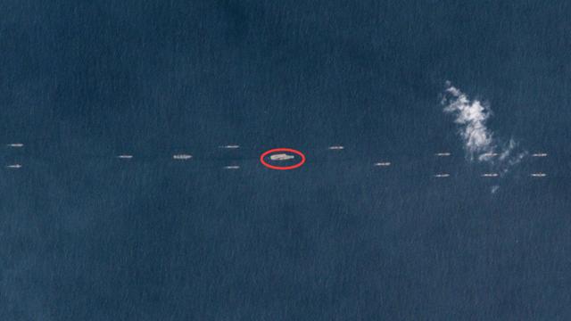 中国最强舰队现身南海:至少40艘舰艇伴行辽宁舰