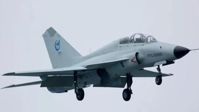 備戰珠海航展!我FTC-2000G飛機身披銀裝調試試飛