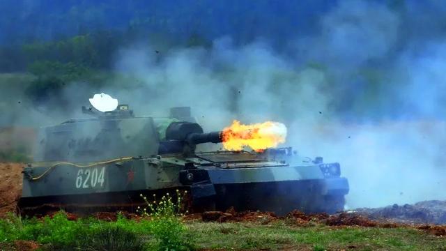 杀伤力不虚坦克!陆军某部89式自行榴弹炮直瞄实射