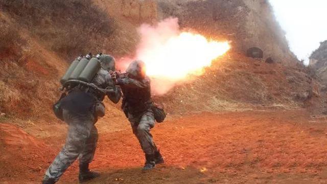 燃爆全场!陆军第82集团军某旅组织实弹、实爆训练