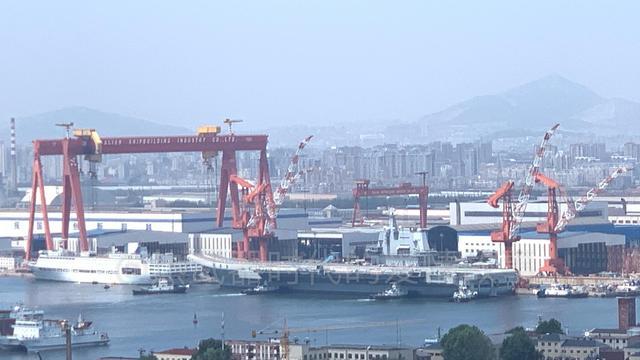 期待早日服役!国产航母离开码头开始了第六次海试