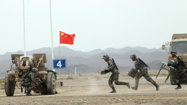 """又是第一!中國隊在""""軍械能手""""榴彈炮修理賽中取勝"""