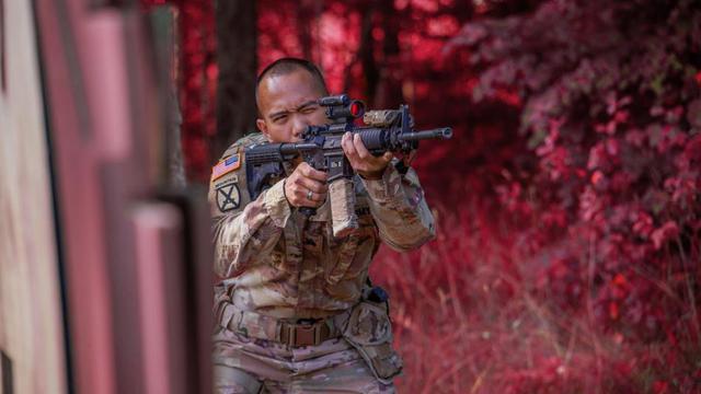 美軍士兵在德國小鎮射擊訓練 靶場環境超粉嫩