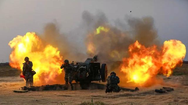 把地表犁一遍!陆军多型火炮昼夜实弹射击训练
