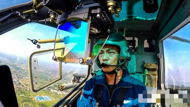 雷霆打击!空降兵某空突旅多型直升机集群实战演练