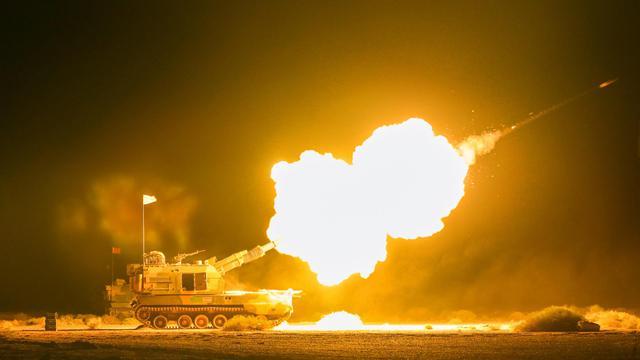 真理照亮夜空!陆军某部05式155自行榴弹炮戈壁发威