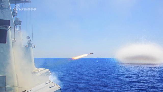 已换装鹰击12!我051B深圳舰发射箔条弹反制来袭导弹