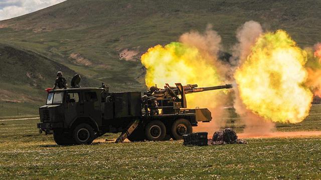 我军122毫米和100毫米炮雪域高原开火猛打