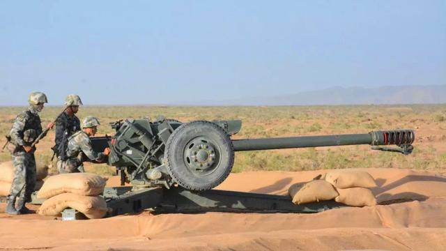 老炮打出新威力!陆军某部96式122榴弹炮震撼大漠