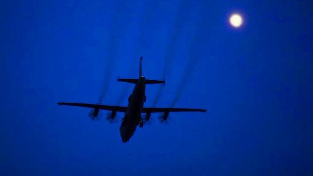 海空一线寄相思!海军航空兵高新预警机的中秋佳节