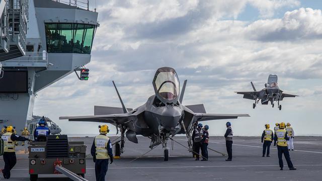终于不用美军版了!英国F-35B首次降落女王号航母