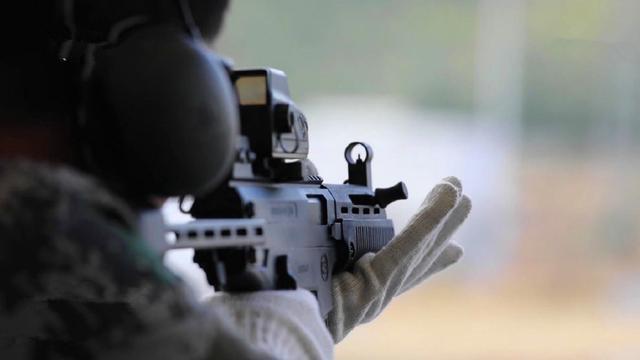 军枪要大规模换装?我国产新型冲锋枪测试画面曝光