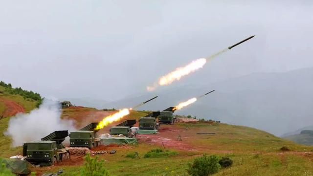 从白衣天使到战斗天使!陆军女子炮兵轻松玩转火箭炮