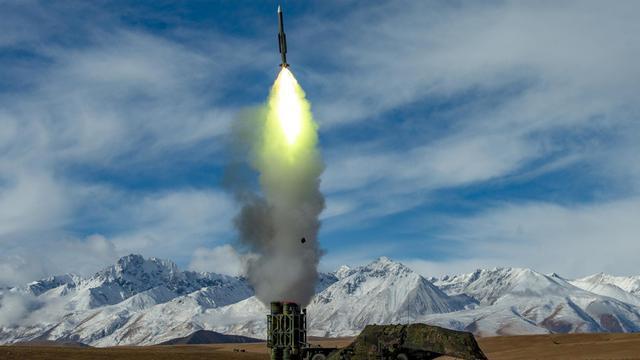 守卫西南空天!我西藏军区红旗16高原雪岭间怒射