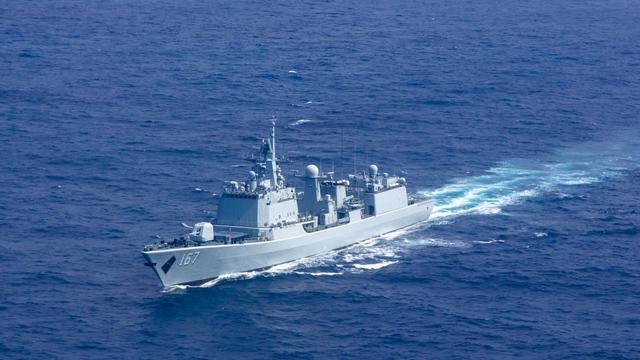 老舰荣光依旧!我051B深圳舰南海舰机协同反潜