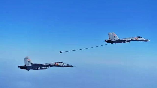 飞鲨成双成对!北海舰队歼15舰载机锤炼双机伙伴加油